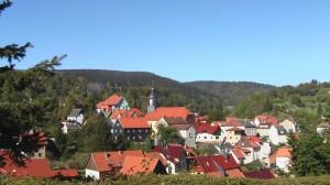 Die hessische Kirche inmitten des Dorfes